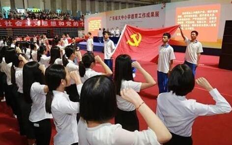 根据《中华人民共和国反恐怖主义法》规定,重点目标的管理单位应当对重要岗位人员