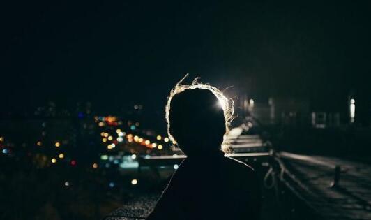 简短宁静的夜晚句子